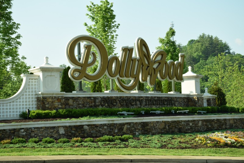 Dollywood Sign Love Every Moment